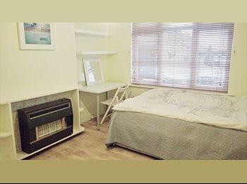 EasyRoommate UK - 1 Double Bedroom in Morden (Northern  Line)(£570 all bills incl, No Fees), Morden Park - £570 pcm
