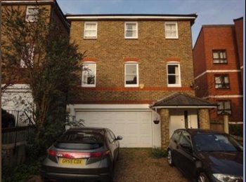 EasyRoommate UK - 3 Single Rooms in huge residential house in Wimbledon. Available now!, Wimbledon - £476 pcm