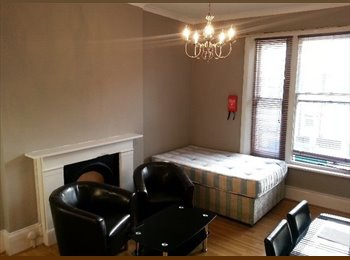 EasyRoommate UK - Large Studio in Great Location Walking Distance From Westfield, Holland Park - £672 pcm