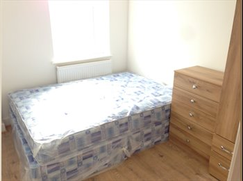 EasyRoommate UK - Cheap double rooms in Manchester now available, Moss Side - £350 pcm