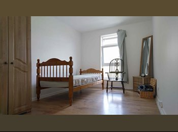 EasyRoommate UK - Newly Refurbished Double Room-5min from Station , Woolwich - £550 pcm