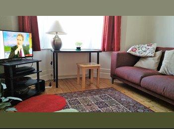 EasyRoommate UK - Double Bedroom with Garden View - Ealing, Hanwell - £650 pcm