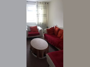 EasyRoommate UK - a clean double room available for rent , Moss Side - £380 pcm