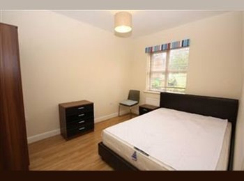 EasyRoommate UK - Large Double Room Available, Smethwick - £425 pcm