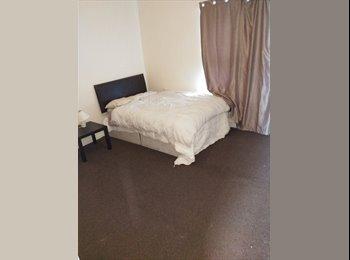 EasyRoommate UK - Nice house , big room, Clayton - £350 pcm