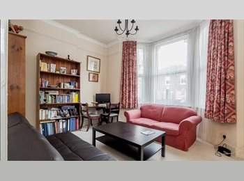 EasyRoommate UK - Bright room  5 min walk to Station 20min to Victoria or London Bridge, Waddon - £900 pcm