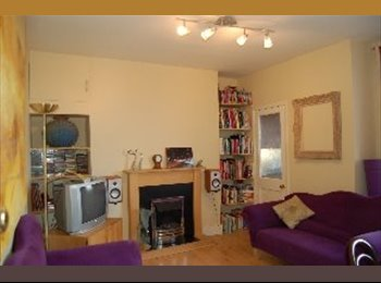 EasyRoommate UK - 2 double rooms - 1 large and 1 medium sized available in great flat in Streatham Hill - Available 9t, Streatham - £575 pcm