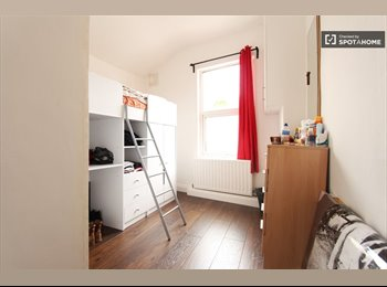 EasyRoommate UK - Lovely Double room in Brixton in a nice flat, Brixton - £603 pcm