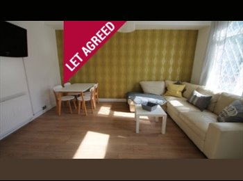 EasyRoommate UK - Spare room in relaxed, friendly house! -SHORT TERM, Hyde Park - £400 pcm