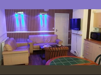 EasyRoommate UK - Excellent 4 bed house, very close to town, fibre broadband, Huddersfield - £350 pcm