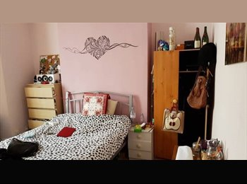 EasyRoommate UK - double room wood green for girl, Bowes Park - £560 pcm