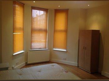 EasyRoommate UK - A Modern Spacious Double Studio To Rent , Brixton - £901 pcm
