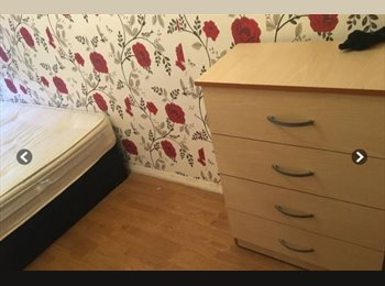 EasyRoommate UK - Small doubleroom, Big flatshare , 2 Toilets + Garden, Available now, Lower Clapton - £540 pcm