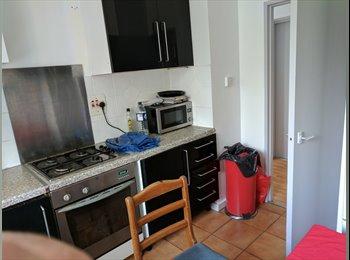 EasyRoommate UK - 4 bedroom apartment, Chelsea - £2,350 pcm