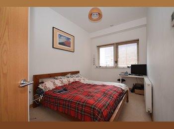 EasyRoommate UK - Modern Flat in the Centre of Wallington, Carshalton - £650 pcm