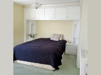 EasyRoommate UK - Spacious Double Room in Greenwich Area, Lewisham - £650 pcm