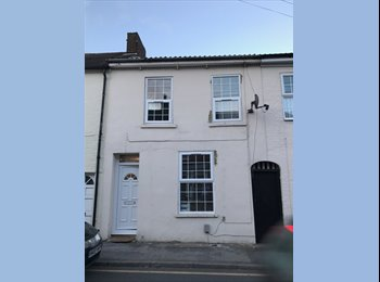 EasyRoommate UK - Single Room available to let in Dunstable Town Centre, Dunstable - £475 pcm