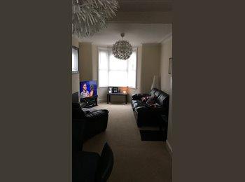 EasyRoommate UK - Double room to let, Redfield - £500 pcm