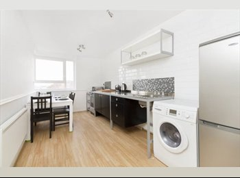 EasyRoommate UK - Great double room with balcony. Couples or singles!, Ratcliff - £899 pcm