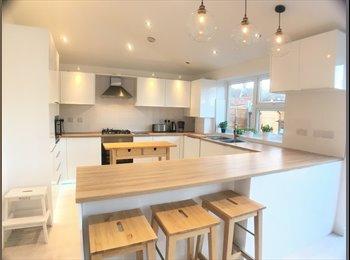 EasyRoommate UK - SE25 Norwood Junction Double room & Single room to rent Bills Include, Selhurst - £640 pcm