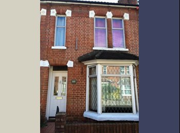 EasyRoommate UK - Looking for 2 housemates for 2018!, The Polygon - £372 pcm