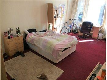 EasyRoommate UK - Huge room in fun house next to Kelvingrove park, Anderston - £430 pcm