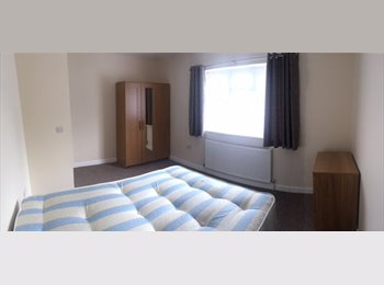 EasyRoommate UK - Room in Newly Refurbished House, Fishponds - £550 pcm