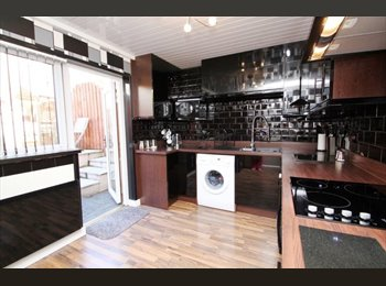 EasyRoommate UK - Clean and tidy house share, Estover - £400 pcm