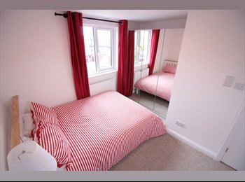 EasyRoommate UK - Brand New Rooms; great location; couples accepted, Brentry - £500 pcm