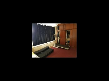 EasyRoommate UK - Double room to let, Heston - £550 pcm