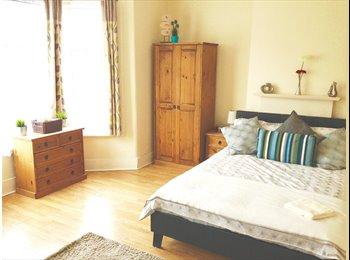EasyRoommate UK - Couples Room Avaialble Croydon Station 5mins Walk, Waddon - £775 pcm
