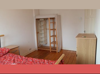 EasyRoommate UK - Lovely Double room near Limehouse DLR/Commercial Rd , Ratcliff - £780 pcm