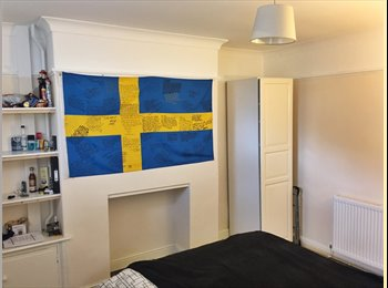 EasyRoommate UK - Spacious double bedroom in Cowley available ASAP, Cowley - £397 pcm
