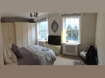 EasyRoommate UK - Amazing double room in spacious Holland Park , Holland Park - £987 pcm