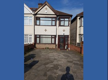 EasyRoommate UK - Quite friendly house share, professionas, Chadwell Heath - £520 pcm