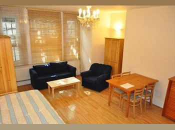 EasyRoommate UK - Large Attractive Studio To Rent In Great Location , Holland Park - £823 pcm