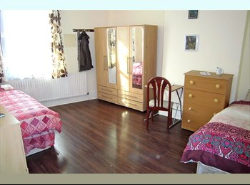EasyRoommate UK - Twin room - share or private- in Walthamstow , ID : 609 , Walthamstow - £780 pcm