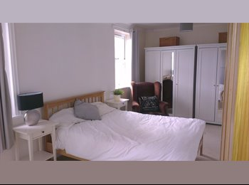 EasyRoommate UK - 2 Large double rooms with en-suites - Old Town, Swindon - £500 pcm