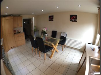 EasyRoommate UK - Double room with own shower and toilet, Filton - £500 pcm