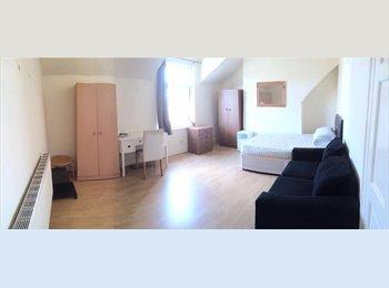 EasyRoommate UK - 1 DOUBLE BEDROOM TO RENT IN HULME, Chorlton-cum-Hardy - £320 pcm