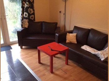 EasyRoommate UK - house in QUIET AREA! garden and Living room, Tulse Hill - £455 pcm