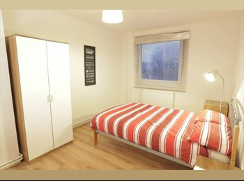 EasyRoommate UK - Double Bedroom available in Limehouse!, Ratcliff - £700 pcm