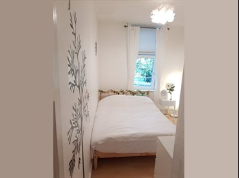EasyRoommate UK - Fantastic room available overlooking London Fields Park, South Hackney - £850 pcm
