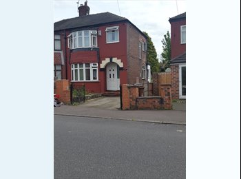 EasyRoommate UK - 3 rooms to let in a 3 bed house , Clayton - £1 pcm
