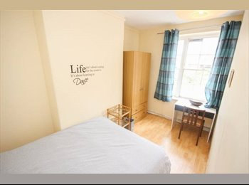 EasyRoommate UK - Double Room avaialble in King s Cross, St Pancras - £760 pcm