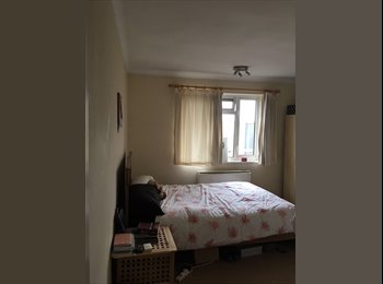 EasyRoommate UK - Large furnished double room - Kingston upon thames, Norbiton - £521 pcm
