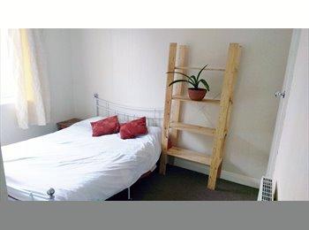 EasyRoommate UK - Double Room  Kirkstall £385 Inc Bills , Kirkstall - £385 pcm