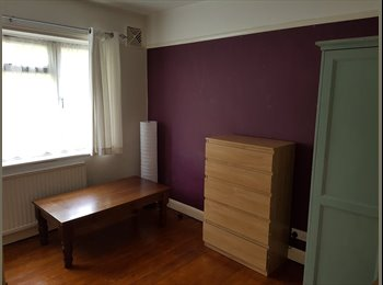 EasyRoommate UK - Two double bedrooms available to rent in Croydon , Waddon - £600 pcm