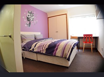 EasyRoommate UK - Newly refurbished rooms! - Great Location - No DEP, Whalley Range - £390 pcm