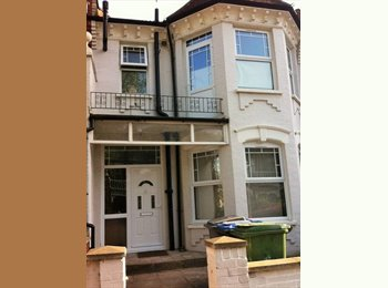 EasyRoommate UK - Double room (ideal for couples)  700 bills incl., Willesden - £700 pcm